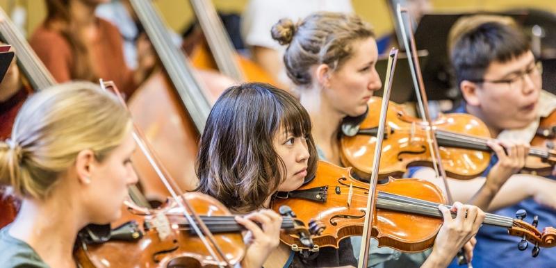 Junge Deutsche Philharmonie: Streicherinnen