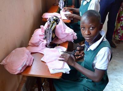 ZSE: Binden für Mädchen in Uganda