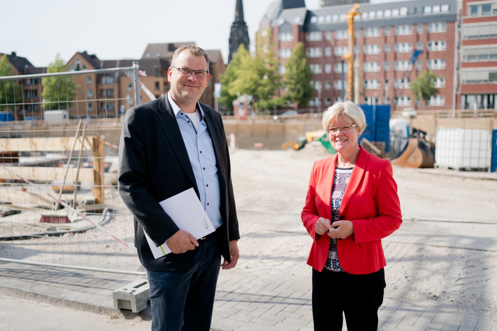 Branchenkoordinator nachhaltige Immobilien Benedikt Altrogge und GLS Bank Vorstandsmitglied Individual- und Firmenkunden Christina Opitz