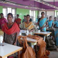 Lieferkettengesetz, Näherinnen in Indien arbeiten unter fairen Produktionsbedingungen und Löhne